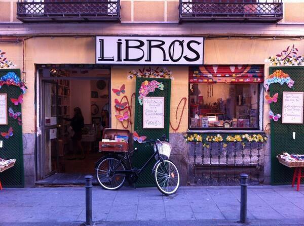 Calle Espíritu Santo (en Malasaña). Libros