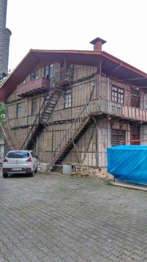 Üç farklı ev üç farklı giriş