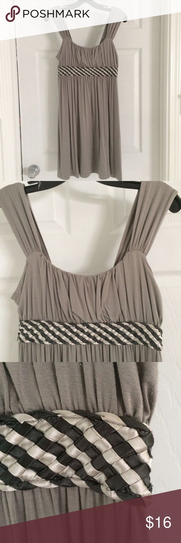 Soprano Midi Dress Gray Soprano midi dress from Nordstrom. Charcoal and cream satin detail at bodice. Lots of flattering pleats and gathering on top and soft, wide straps at the shoulders. Could also be worn with leggings and strappy heels. 95% rayon, 5% spandex. Soprano Dresses Midi