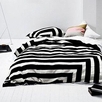 Aura Corner Stripe (Black)