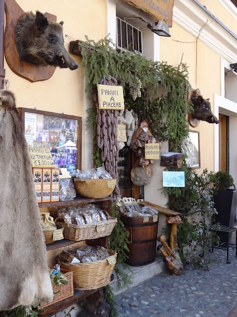 Norcia: The Land of Truffles, Legumes & Salumi #Umbria #Italy