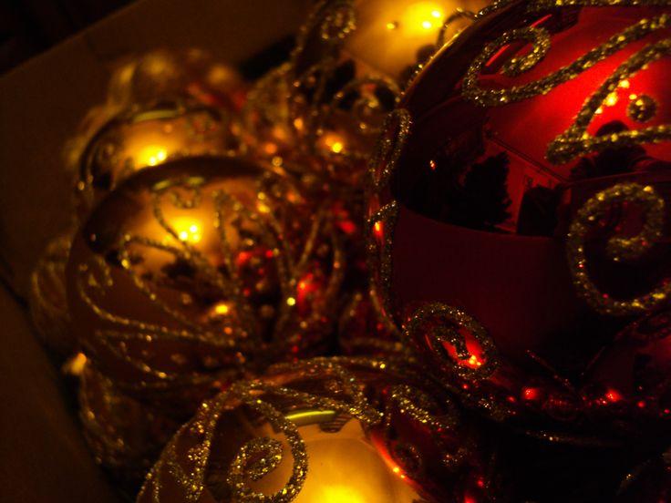 Nasza kuchnia to klasa sama w sobie. Tradycja ubierania choinki w prawdzie pochodzi z Niemiec lecz któż to zrobi lepiej niż my? Któż też tak wspaniale zaśpiewa najpiękniejsze kolędy świąteczne jak nie nasze chóry i dzieci? A nasze rodziny? Takich ze świecą szukać!