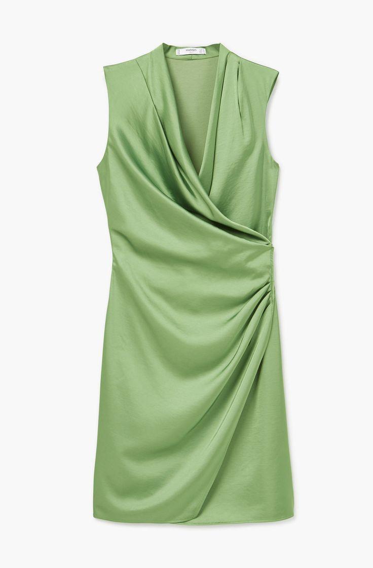 Este tipo de vestidos con un fruncido en la cintura ayudan a esconder alguna curvita 'peligrosa'. Es de Mango, 39,90 €, y lo tienes también en color crema o berenjena.  - WomansDaySpain.es