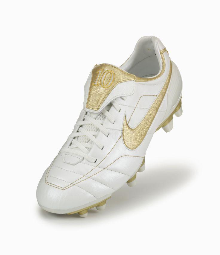 Copa 18.3 FG, Chaussures de Football Homme, Blanc (Footwear White/Core Black/Tactile Gold Metallic), 40 2/3 EUadidas