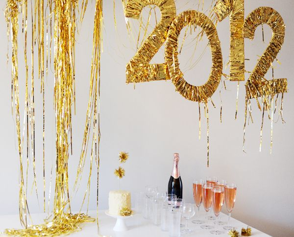Wrap cardboard numbers in tinsel. | 51 DIY Ways To Throw The Best New Year's Party Ever
