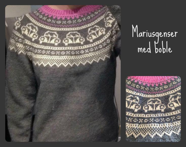 Årets første genser ble en Mariusgenser med boblemotiv. En venninne ønsket seg denne varianten, og jeg synes den ble veldig kul! Strikket i størrelse L, men med 4 cm lengere bole og 2 cm lengere ar…