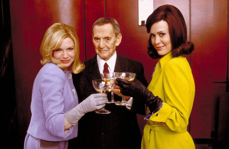 """Down With Love"" promo still, 2003.  L to R: Renée Zellweger, Tony Randall, Sarah Paulson."