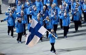 Suomalaiset Sotshin talviolympialaisten avajaisissa 2014. Enni Rukajärvi kantoi Suomen lippua.