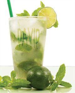High on Life forfriskende sommerdrik. Pres citron og æble og tilføj til 1 l vand og vupti, så har du en super frisk sommerdrik