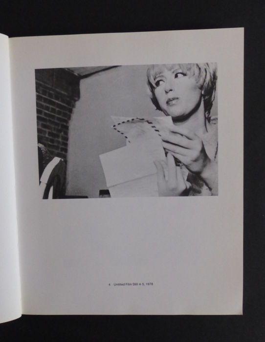 Cindy Sherman - Tentoonstelling in Stedelijk Museum Amsterdam - 1982 - Catawiki