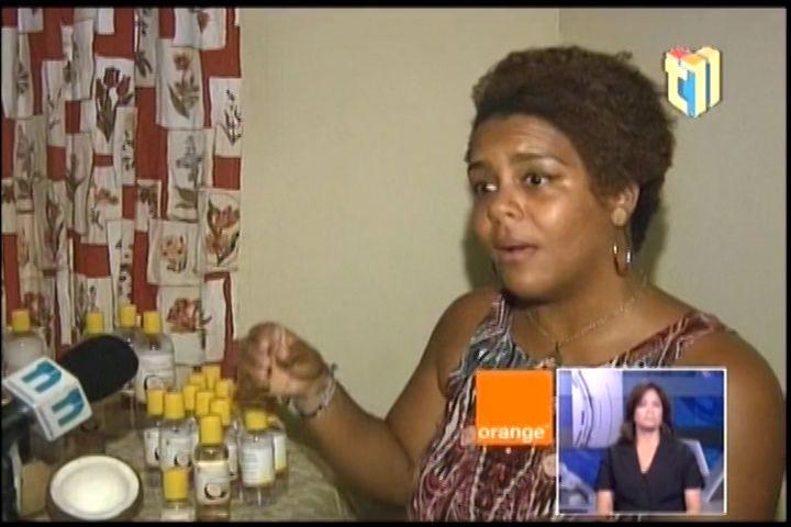La Buena Nueva! Jóven Emprendedora Y Madre Soltera Pide Ayuda Para Aumentar La Producción Del Aceite De Coco Que Ella Misma Produce