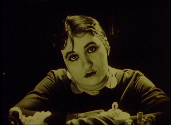 Valeska Gert in Die freudlose Gasse (1925) | 1920s makeup ...