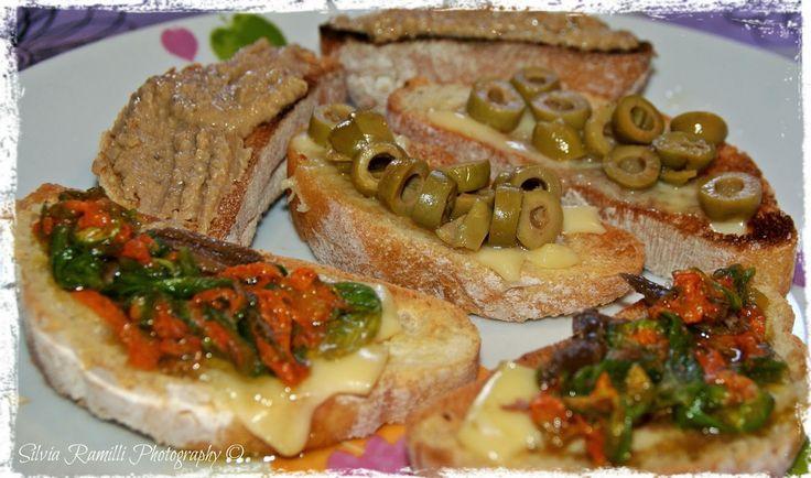 """Mix bruschette per apericena, le ricette sul BLOG - Mix """"bruschette"""" for Happy Hour the recipe on my BLOG!!! http://www.unpizzicodizenzero.com/"""