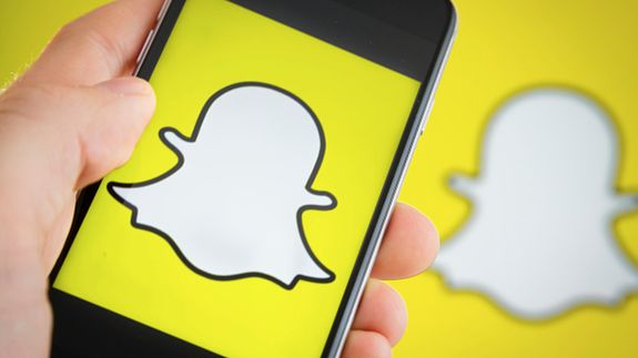 """Everything you need to know to master Snapchat Groups Read more Technology News Here --> http://digitaltechnologynews.com  While Instagram is busy ripping off Snapchat feature-for-feature the original ephemeral messaging app has finally added something Instagram has had for years: group chat.  SEE ALSO: This is getting ridiculous. Facebook just ripped off Snapchat's navigation.  Snapchat's group chat is simply called """"Groups"""" and it's pretty straightforward if you know your way around the…"""
