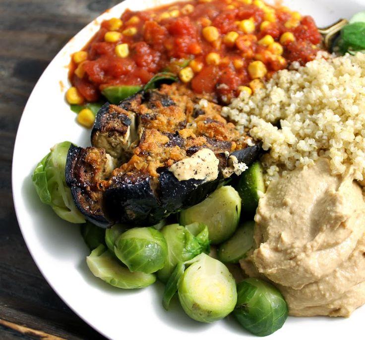 Veganmisjonen: Grillet aubergine med tomatsaus, hummus og quinoa