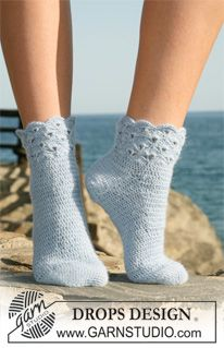 "Crochet DROPS socks in ""Alpaca"" with fan pattern on leg. ~ DROPS Design"