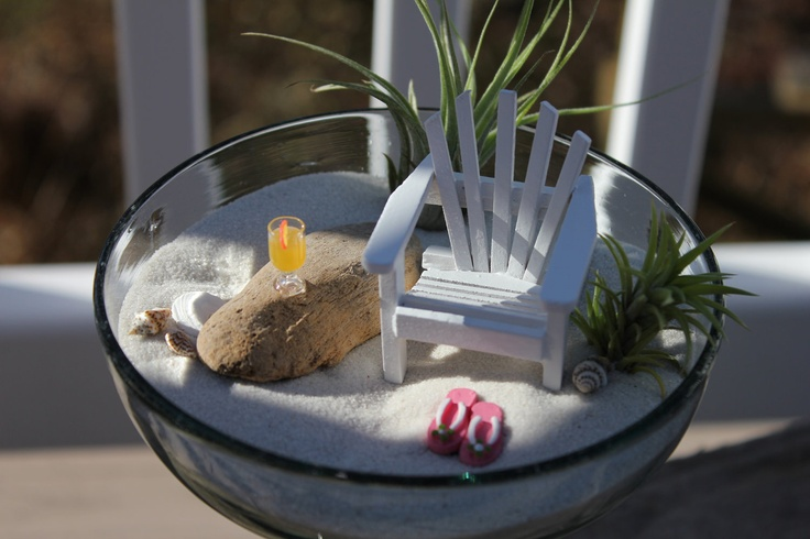 soo cute! for my half bath if I ever get around to doing it all beachy an stuff. There's a corner begging for this