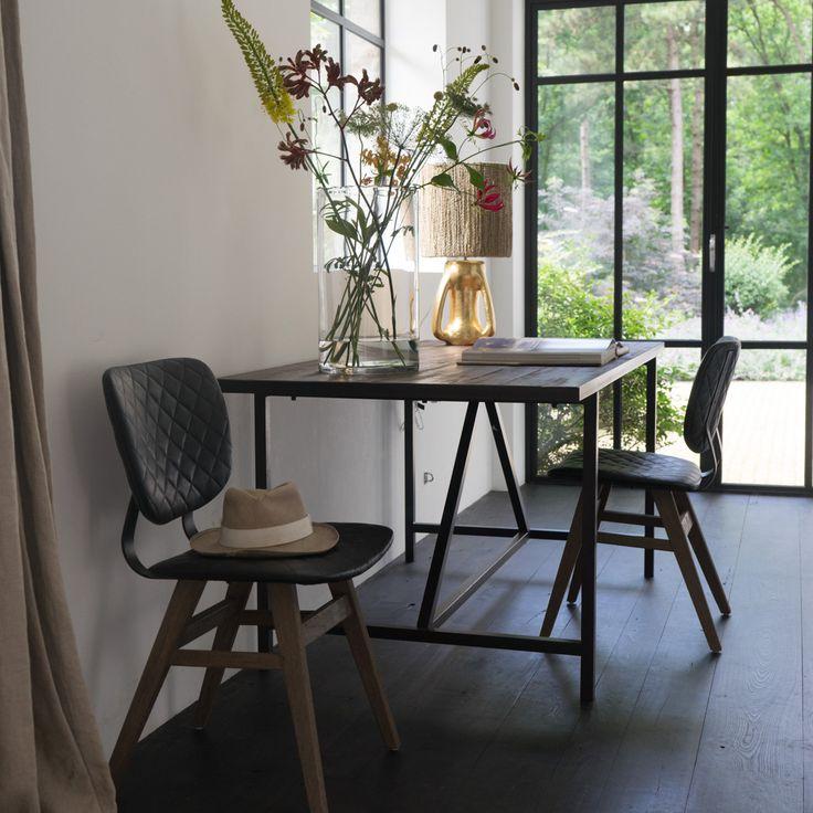 Tafel / bureau Derek, grenen, zwart metalen onderstel