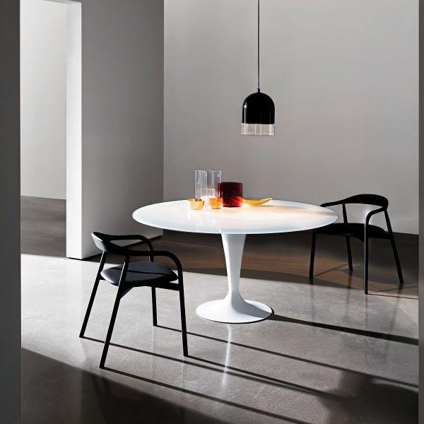 Table ronde cuisine design modle de cuisine noire 35 for Quelle table de salle a manger choisir