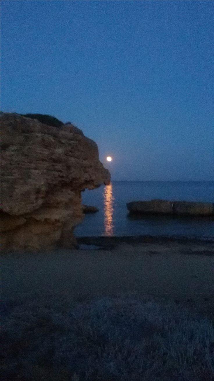 Full moon_sea rising