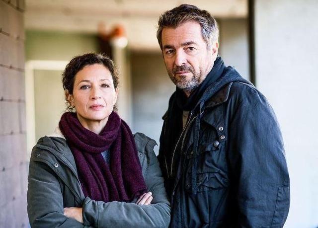 Delia Mayer als Liz Ritschard und Stefan Gubser als Reto Flückiger. (SRF/Daniel Winkler) / Dreharbeiten im Nov. 2015 für Tatort - Freitod