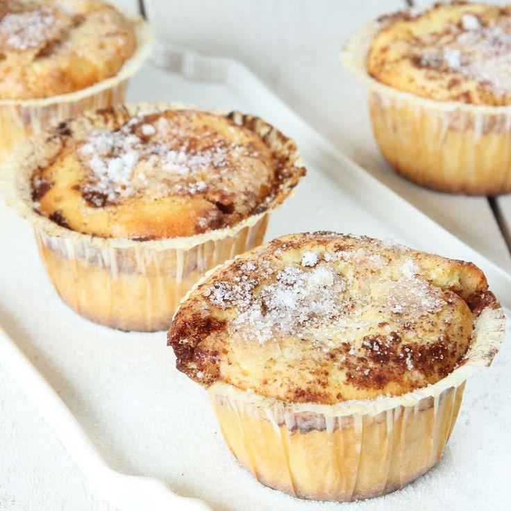 Saftiga muffins med samma läckra smak som kanelbullar, men de är mycket enklare att göra!