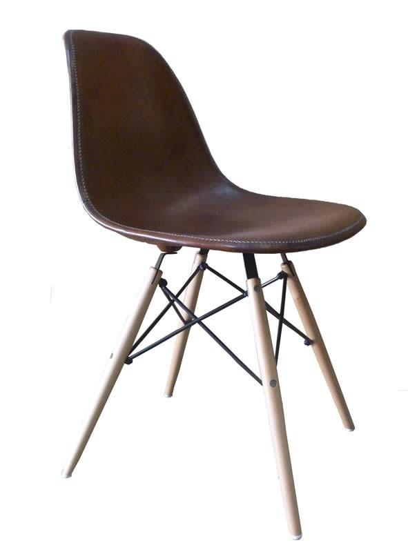 stoel eames model bruin leer stoelen chairs la vie. Black Bedroom Furniture Sets. Home Design Ideas