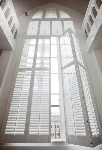 Te koop bij Caspar Dekkers Interieurs www.cdinterieurs.nl  raambekleding hoge ramen
