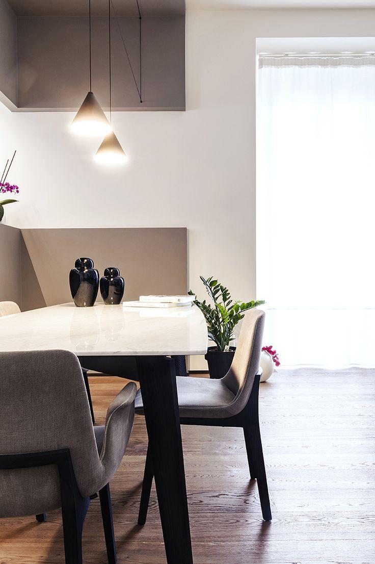 Sala da pranzo elegante e raffinata con elementi di arredo ...