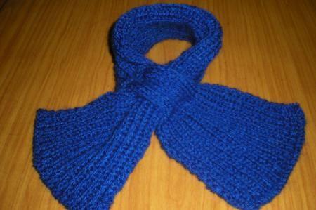 Lavori a maglia: sciarpa intrecciata