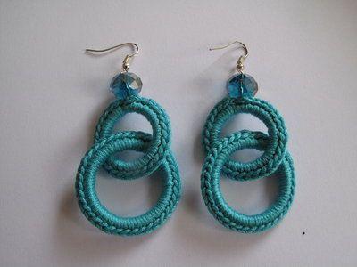 Orecchini ad uncinetto doppio anello azzurro