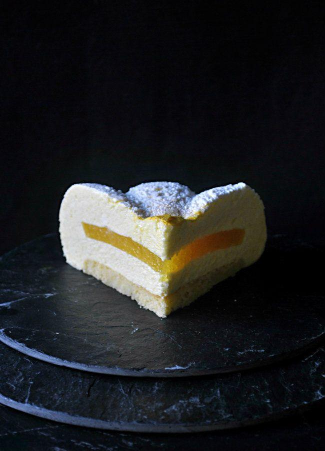 Tarta mousse de mango con corazón de naranja