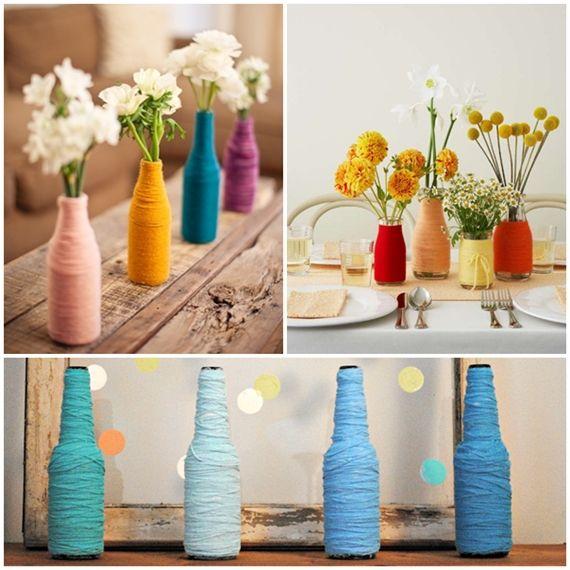 Garrafinhas de vidro + lã colorida = vaso charmoso.