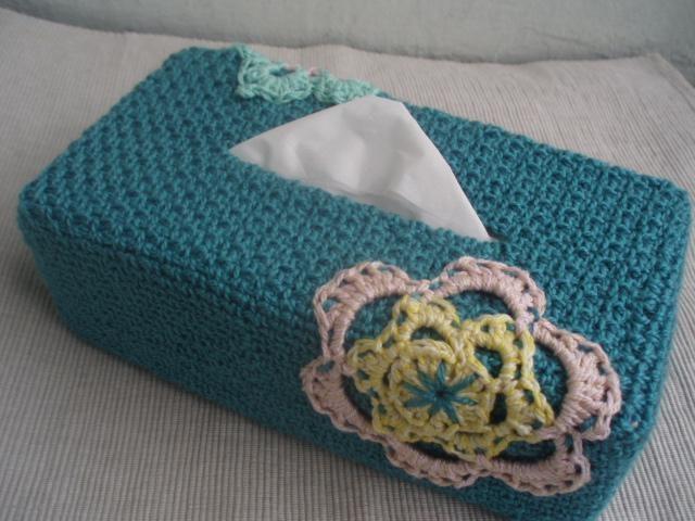La ventana azul: 85.- Caja de pañuelos a crochet
