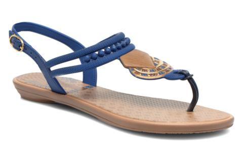 Crée en 1994, Grendha propose une large gamme de chaussures pour femmes et enfants, en réinterprétant les grandes tendances de la mode… dans des modèles en plastique modelé ! Basée à Orlando en Floride, la marque perce le marché des Etats-Unis en 1992 en  ...