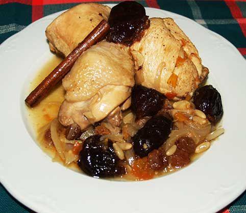 Pollo a la catalana  Esta vez vengo con un pollo a la catalana. Esta receta aparte de suculenta es muy fácil de preparar, es genial porque la puedes hacer de un día para otro y rápida. Y si el pollo es de corral cocinado en una cazuela de barro a fuego lento para que
