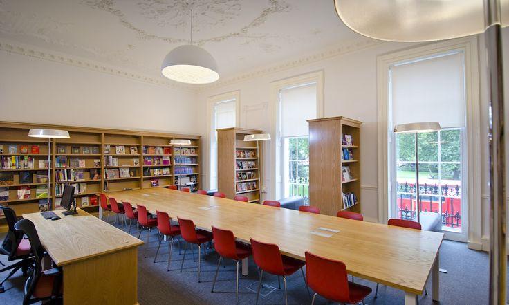 Современная библиотека для студентов | Частная школа и частный детский сад