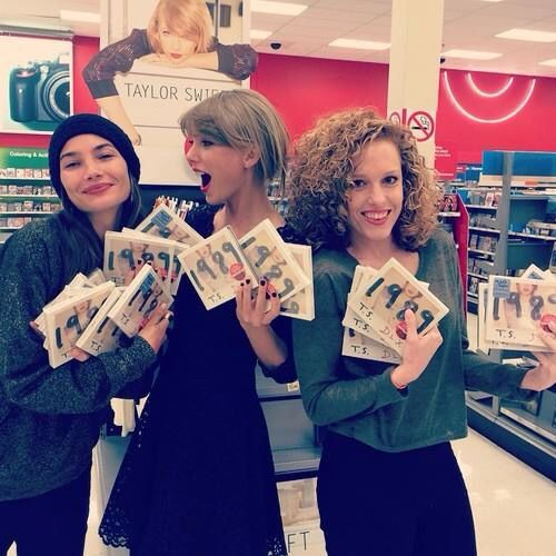 A casual Saturday night with Abigail and Lily Aldridge. #TS1989 -Taylor Swift-