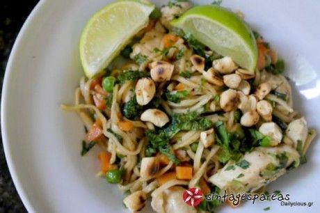 Κινέζικο κοτόπουλο με λαχανικά και νούντλς