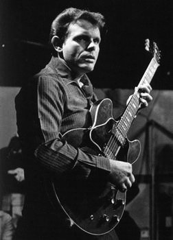 Del Shannon. Saw him at the Tulsa State Fair many years ago. Runaway is classic rock and roll.