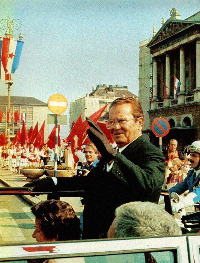 Zagreb - 1978. - Trg Kralja Tomislava - Tito i Milka Planinc