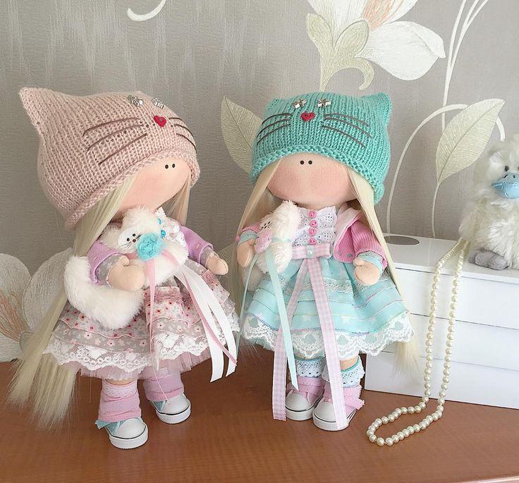 Ну что,девчонки расчесали свои белокурые волосюшки, поправили милейшие платьюшки, позабирали пушыстых котеек и отправились в путь Подружки вместе уехали к двум маленьким принцесскам, им будет что рассказать в Москве о Камчатке #kamchatka #handmade_bestwork #handmade #dolls #кукла #камчатка #кукланазаказ #кукольныймир #куклавподарок #тильда #текстиль #текстильнаякукла #куклаизтекстиля #подарокдлядевочки #подарокдлядевушки #интерьер #инстаграм #декор#девочки #кукларучнойработы #сделанос...