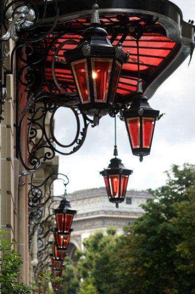 L'entrée de l'Hôtel Royal Monceau Raffles  (Paris 8ème)  © Calinore - 08/2011