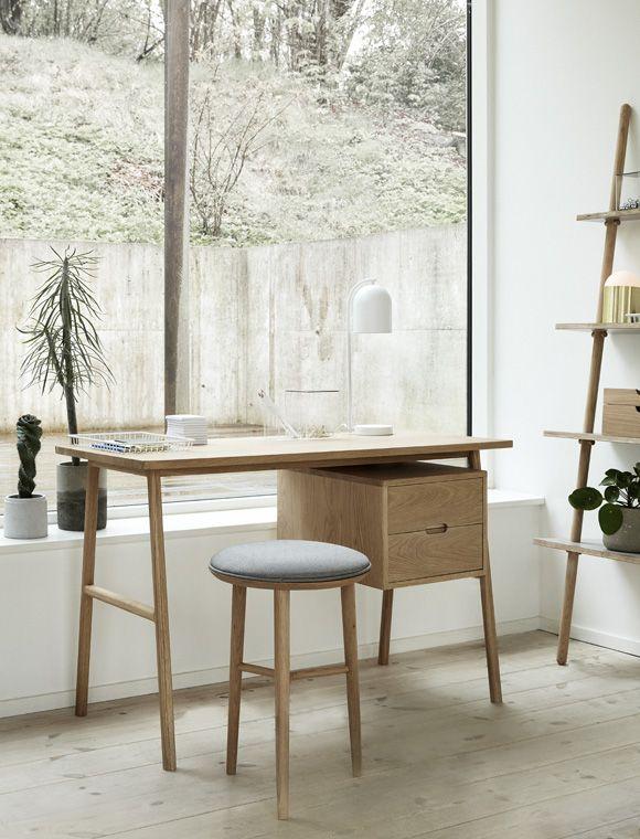 An Diesem Edlen Schreibtisch Mit Schubladen Von HÜBSCH Interior Machen Sich  Hausaufgaben Oder Das Home Office Fast Von Ganz Allein!