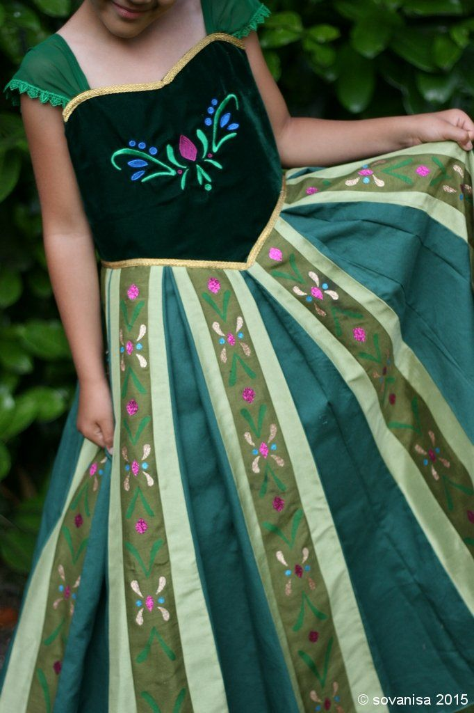 sovanisa: sew Anna Coronation Dress from Frozen