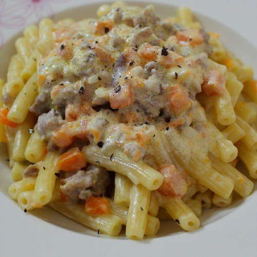 Sedanini Rigati con panna, zucca e salsiccia / Sedanini Rigati with cream, pumpkin and sausage