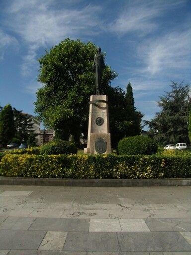 Monumento a Franco en Oviedo.  Medallón retirado en 2015