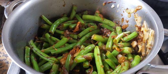 Wow !! dit is een bijgerecht van een complete Oosterse maaltijd !!  Als vooraf serveerde ik de  Chinese-tomatensoep-met-kip-tauge-en-stukjes-omelet  daarna de...