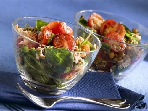 Ensalada de espinacas frescas con lentejas especiadas