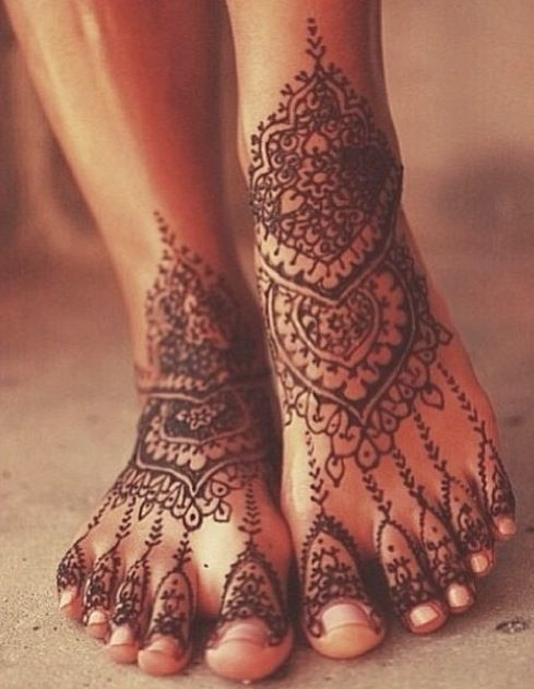 Henna tattoo. Lace tattoo idea